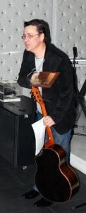 Florin Chilian si trofeul realizat de gravez.ro
