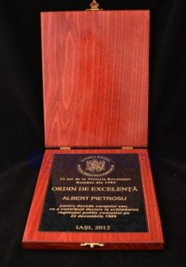 Placheta in cutie lemn